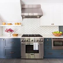 made   swiss cross kitchen backsplash rooms gallery   tile  u0026 stone inspiration   ann sacks  rh   annsacks com
